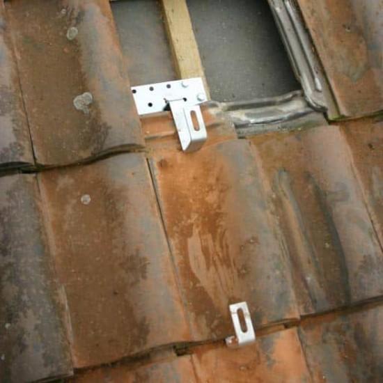 Двойно регулируема кука за керемиден покрив за соларен панел K2 Systems